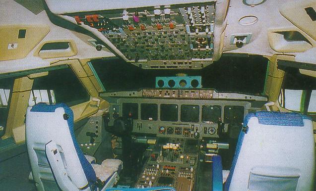 кабина самолета Ильюшин Ил-96T.