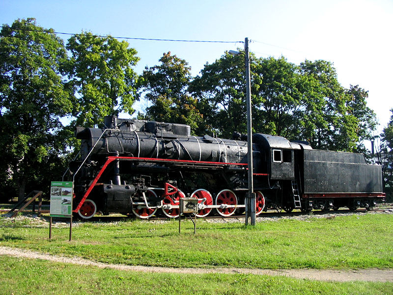 An old locomotive in the center of Türi